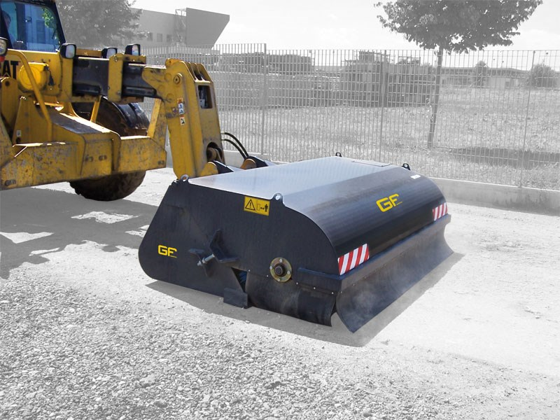 Sweeper with collection bucket for loaders/backhoe loaders/telescopic handlers – SPR